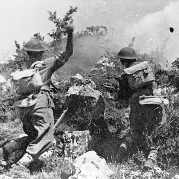 Polish troops throw grenades during fighting at Monte Cassino