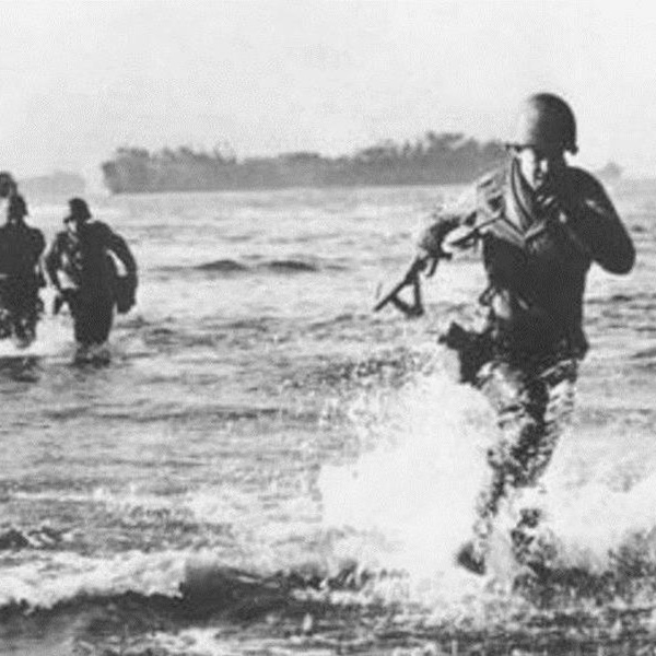 US troops landing at Anzio
