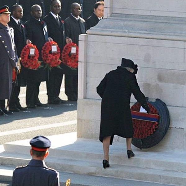 Her Majesty the Queen laying Remembrance wreath at Cenotaph